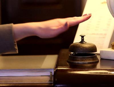 آشنایی با پذیرشگر هتل
